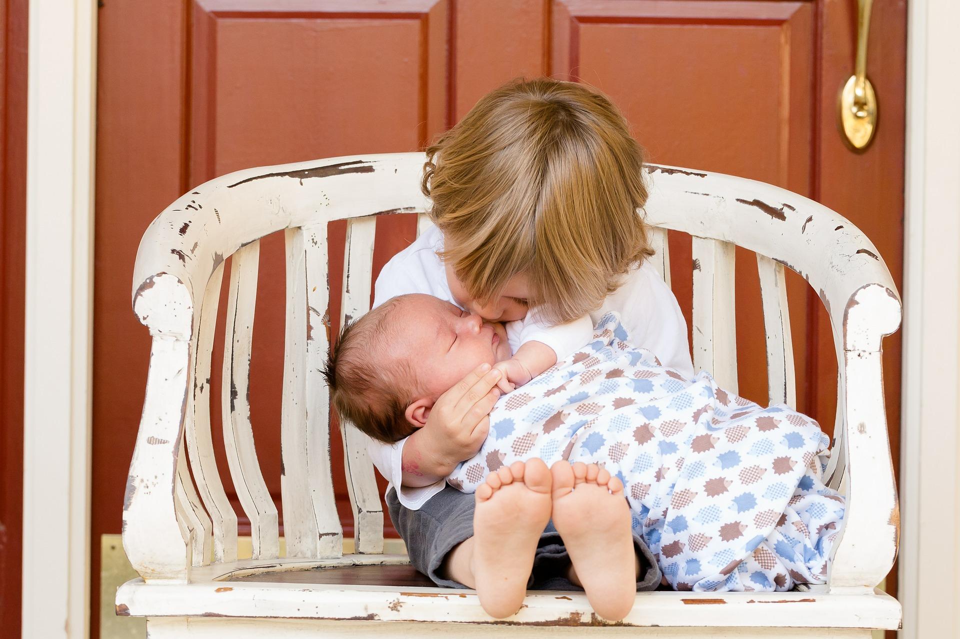 baby-kuessen-schlafen